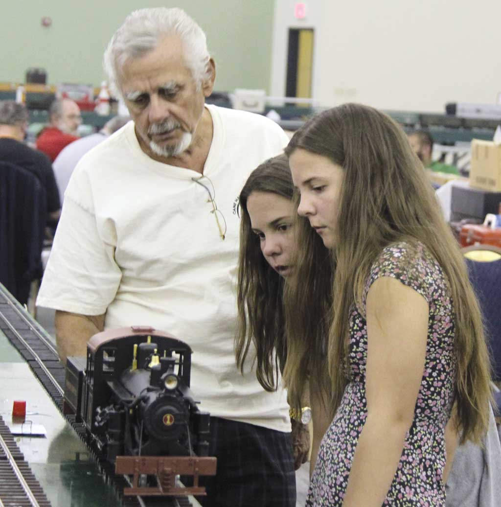 Bill Allen explains how he built the four-cylinder Heisler to his twin granddaughters, Megan and Amber Allen.
